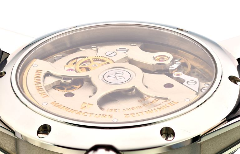 Zeitwinkel watch case with sapphire crystal on the backside and view of the inhouse movement