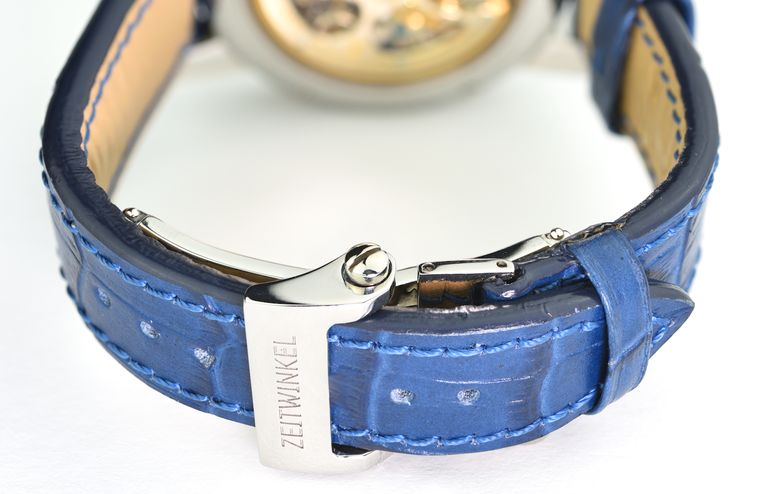 Zeitwinkel watch with leather strap and closed clasp