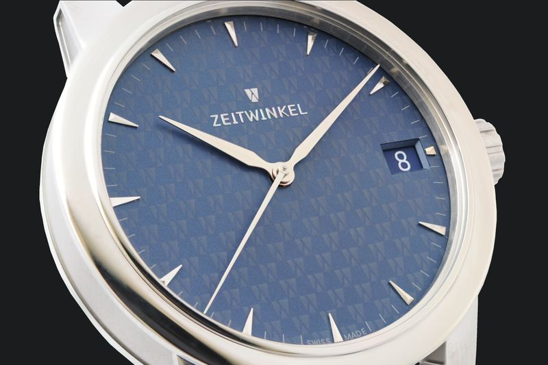 Hand-assembled Swiss watch Zeitwinkel 083° with manufacture movement ZW0102